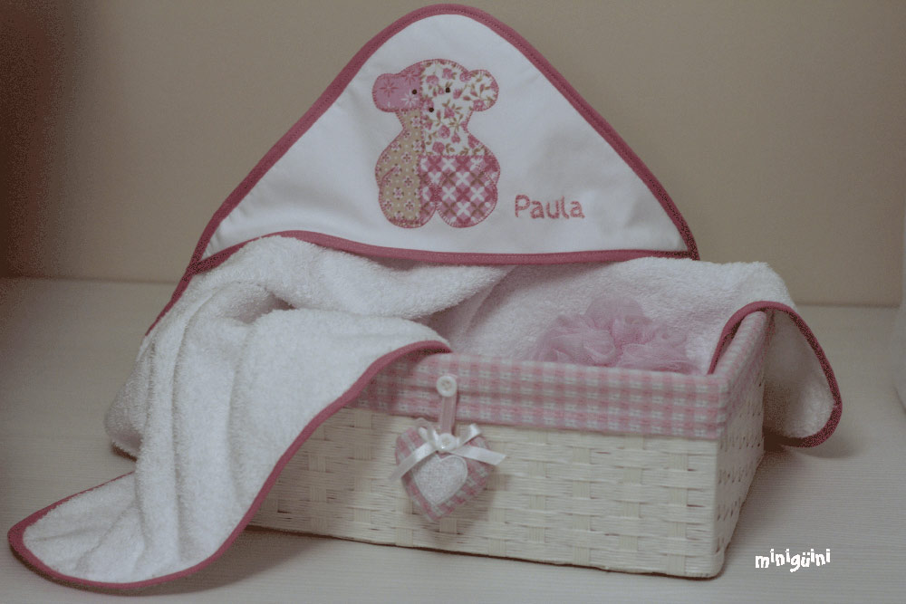Canastilla oso rosa capa baño