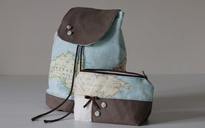Conjunto de mochila y neceser con tela mapamundi