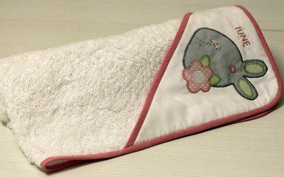 Capa de baño con conejita
